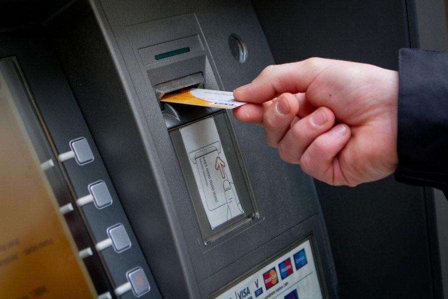 В Тракторозаводском районе Волгограда задержан мужчина по подозрению в краже денежных средств с банковской карты