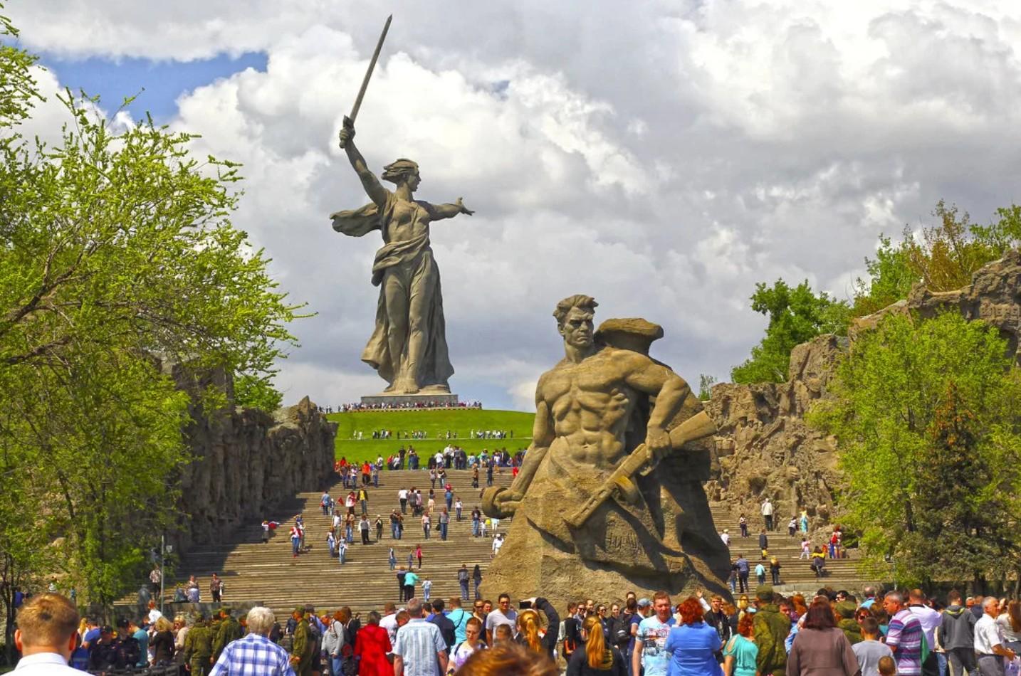 Статуя Родина-мать зовёт — памятник на Мамаевом кургане в Волгограде. Конструктивные особенности монумента.