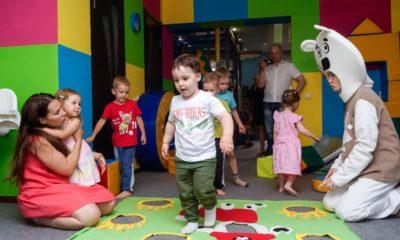 Торговый центр Акварель в Волгограде все развлечения для детей. Зона отдыха и игр.